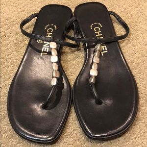 Chanel sandals: Black with Chanel beads size:38